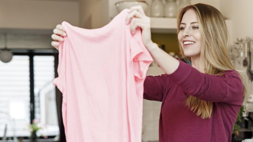 L'astuce géniale pour sécher ses cheveux sans les abîmer avec... un T-shirt