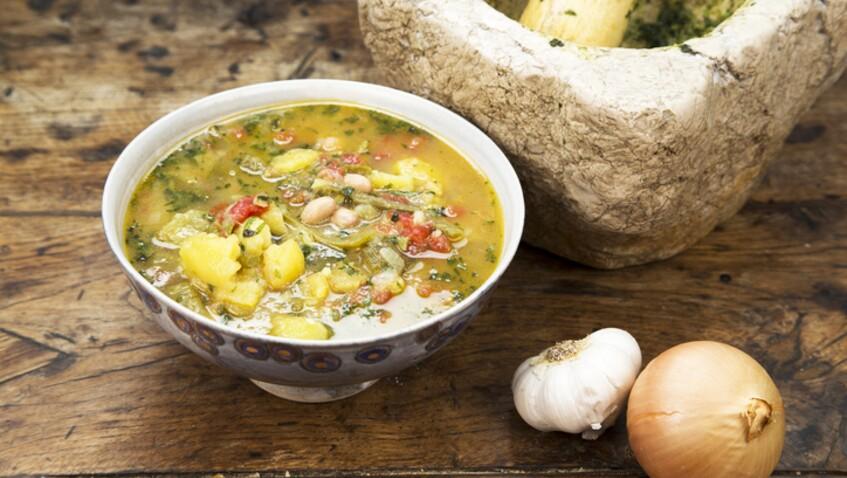"""""""Tous en cuisine"""" : la recette de la soupe au pistou de Cyril Lignac"""