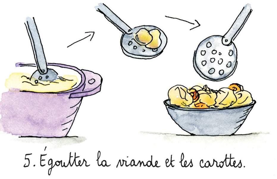 Etape 5 : égoutter la viande et les carottes