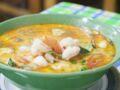 """""""Tous en cuisine"""" : la recette de la soupe coco curry aux crevettes de Cyril Lignac"""