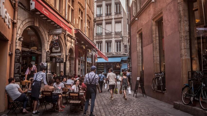De quand date le tout premier restaurant de l'histoire de France ?