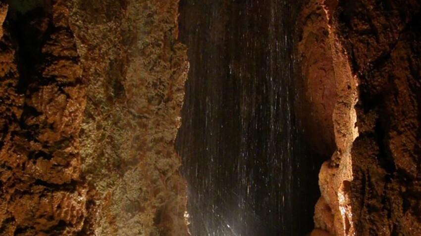 Zoom sur la Borne aux Cassots, la plus vaste grotte du Jura