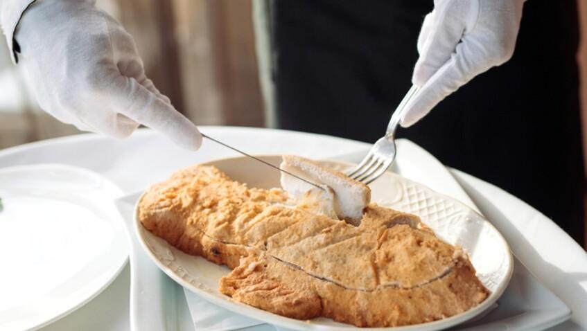 """""""Tous en cuisine"""" : la recette du poisson en croûte de sel et vierge de légumes de Cyril Lignac"""