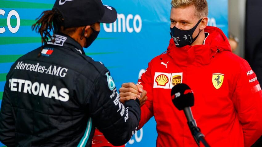 Michael Schumacher : son fils Mick remet à Lewis Hamilton le casque de son père