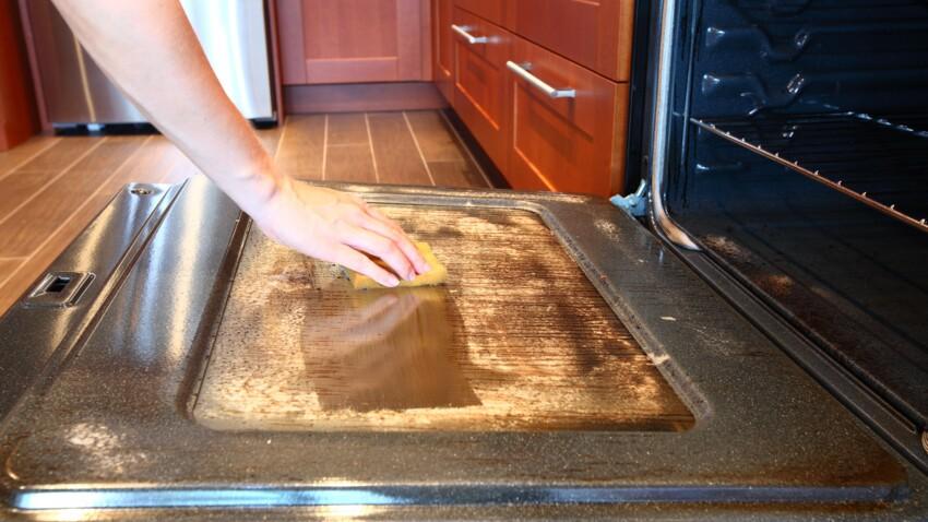 L'astuce efficace pour nettoyer son four en quelques minutes