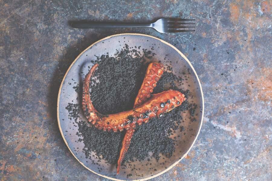 Poulpe frit et couscous à l'encre de seiche