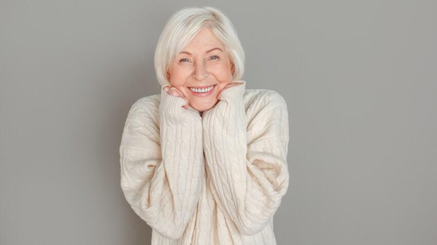 Maquillage, coupe de cheveux… Comment cacher un double menton après 50 ans ?
