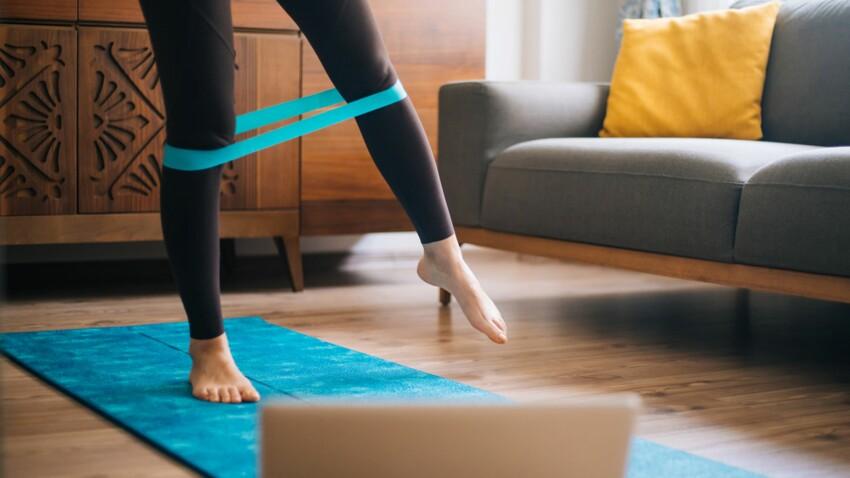 Gym + 50 ans : 5 exercices avec un élastique