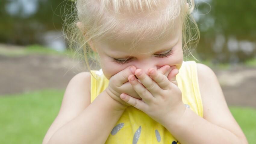 Mon enfant raconte tout le temps des mensonges, comment réagir ?