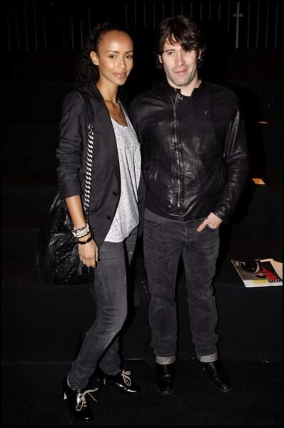 En couple avec sa compagne Sonia Rolland. Ils font sensation, le 23 janvier 2010, lors du défilé Dior Homme collection automne/Hiver.