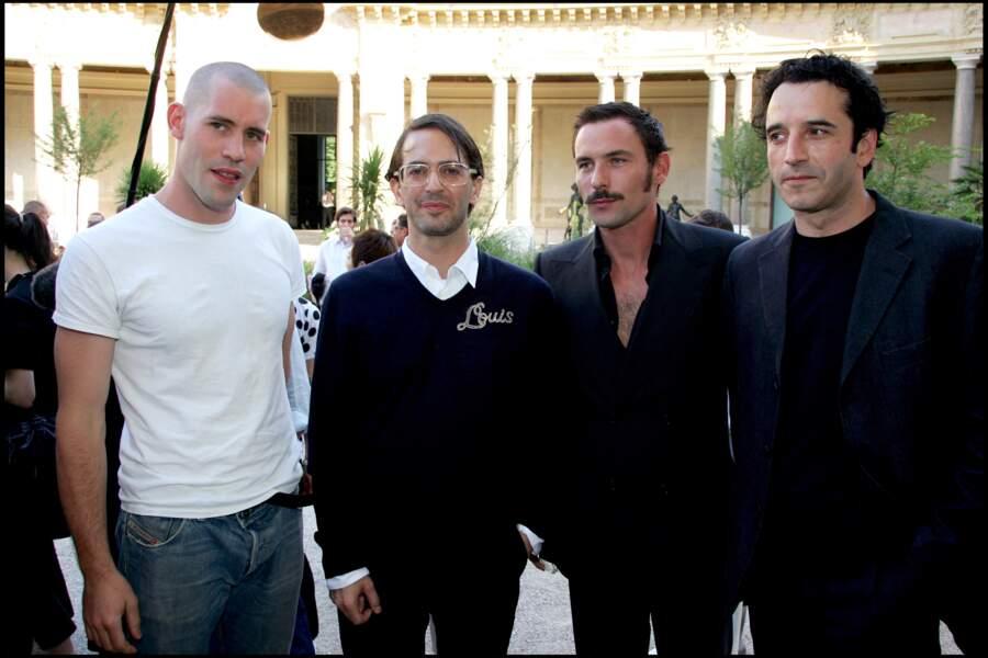 Aux côtés de Marc Jacobs, Sagamore Stévenin et Bruno Todeschini  au défilé de mode masculine Louis Vuitton, le 30 juin 2006.