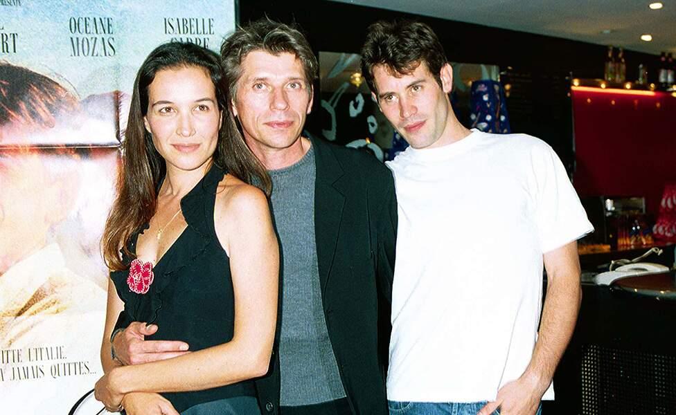 """Jalil Lespert, avec Jacques Gamblin et Yaël Abecassis, à la première du film """"Bella Ciao"""", à Paris, le 17 juillet 2001."""