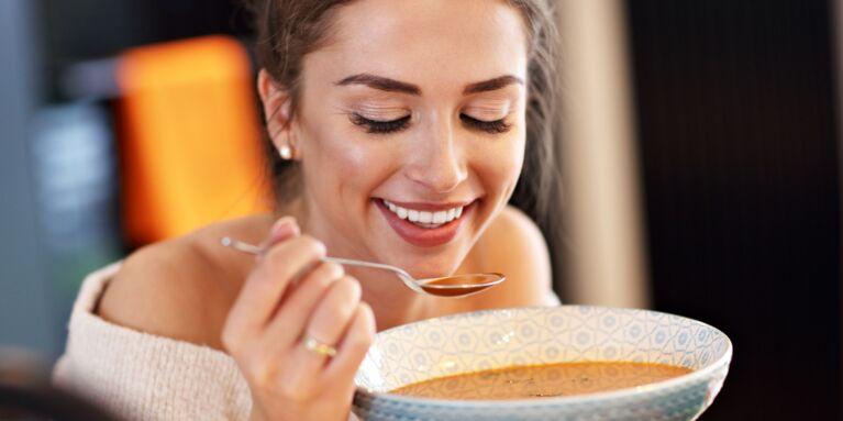 Manger une soupe le soir : est-ce une bonne idée pour perdre du poids ?