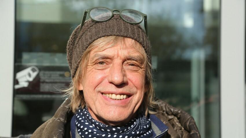 Jean-Louis Aubert hospitalisé : mal rasé, bonnet sur la tête… ce message qu'il adresse à ses fans