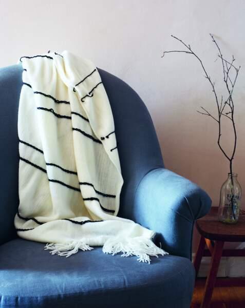 DIY broderie : un plaid à rayures en laine toutes simples