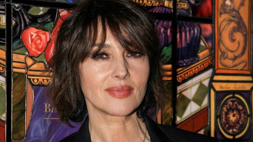 Monica Bellucci parie sur un détail beauté qui rappelle Amy Winehouse