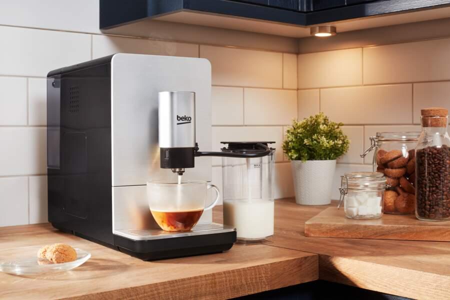 Beko : Machine à café expresso avec broyeur de grains et carafe à lait CEG5331X