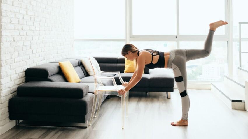 Ma salle de sport à la maison : exercices avec un balai, un coussin, une chaise...