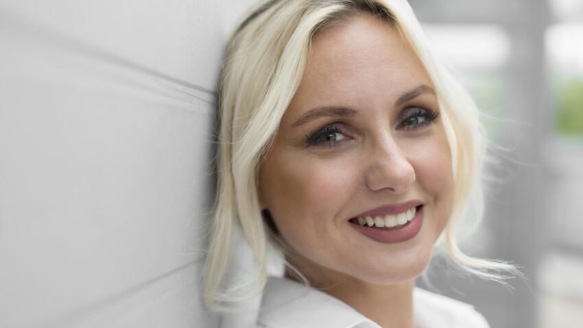 Coloration : quelle différence entre le blond platine et le blond polaire ?
