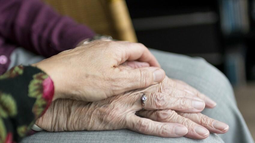 Écrire à une personne âgée inconnue à Noël : cette nouvelle tendance qui fait du bien