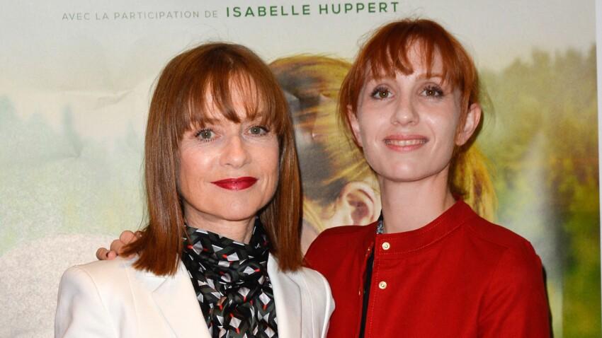 """Isabelle Huppert et sa fille Lolita Chammah révèlent leur surprenante """"angoisse"""" commune"""