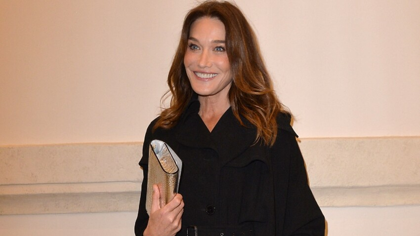 Carla Bruni : son look ultra-désirable en blouson et jean tendance du moment