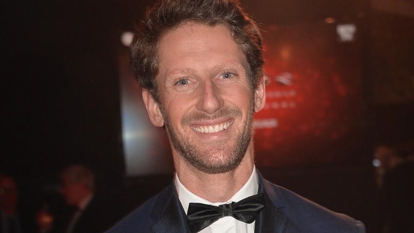 Romain Grosjean, tout sourire, dévoile sa main sans bandage après son opération