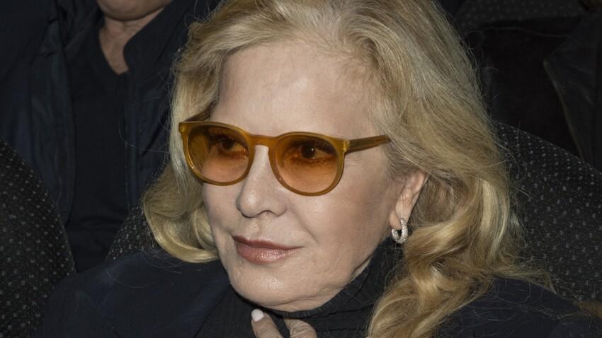 """Sylvie Vartan, """"défigurée"""" par la chirurgie esthétique ? Son passage sur France 2 moqué - VIDEO"""