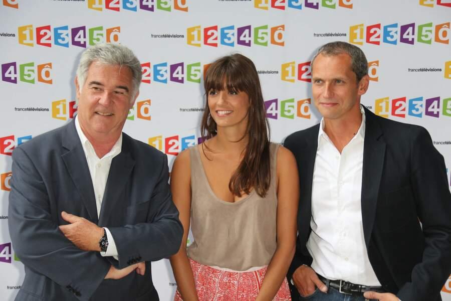 """Georges Pernoud avec Tania Young qui a été l'une des présentatrice de """"Faut pas rêver"""", entre 2011 et 2014, et Louis Laforge, lors de la conférence de presse de la rentrée de France Télévisions en août 2012."""
