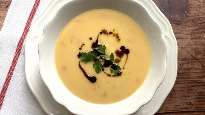 La recette du velouté de potimarron, œuf poché et croûtons de Philippe Etchebest