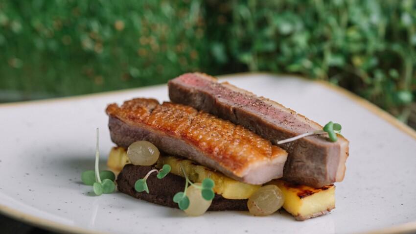 """""""Tous en cuisine"""" : la recette du magret de canard aux fruits et sa polenta crémeuse de Cyril Lignac"""