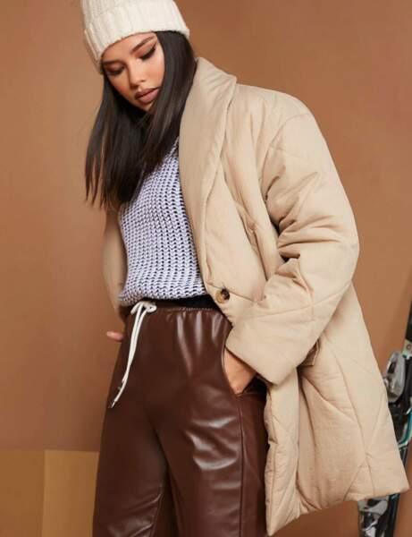Modaya uygun aşağı ceket: düğmeli