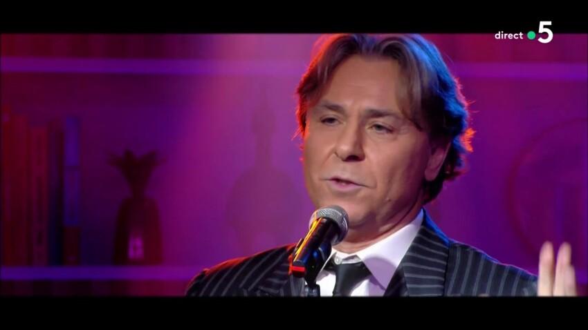 """Bouleversé, Roberto Alagna interrompt brutalement sa chanson en direct dans """"C à vous"""""""