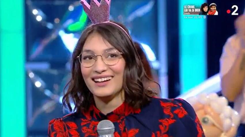"""""""N'oubliez pas les paroles"""" : Alessandra, accusée de triche avec un serre-tête connecté, répond à ses détracteurs"""