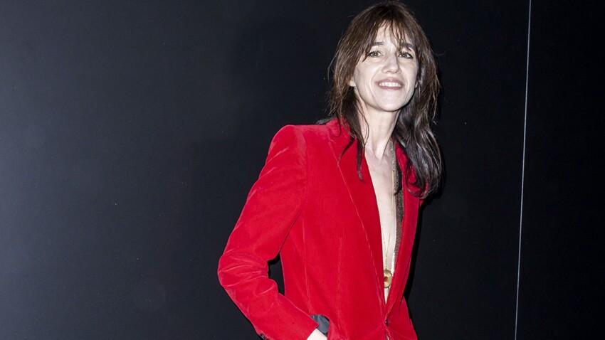 Charlotte Gainsbourg : à 49 ans, elle ose un look de lycéenne qui lui va super bien !