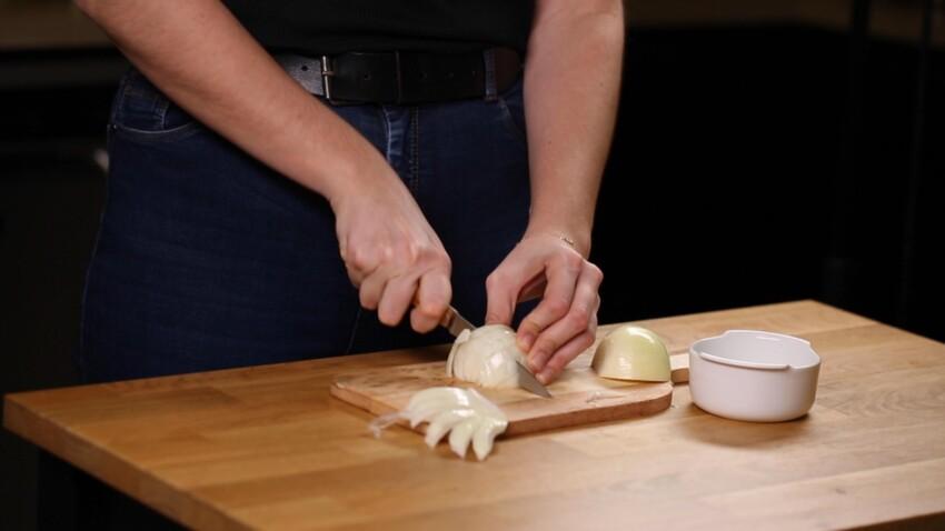 Miel cristallisé, éponge sale... découvrez 4 astuces de cuisine incroyables avec un micro-ondes