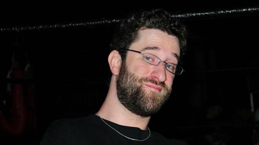 """Mort de Dustin Diamond, """"Screech"""" dans """"Sauvés par le gong"""", à 44 ans : les causes de son décès révélées"""