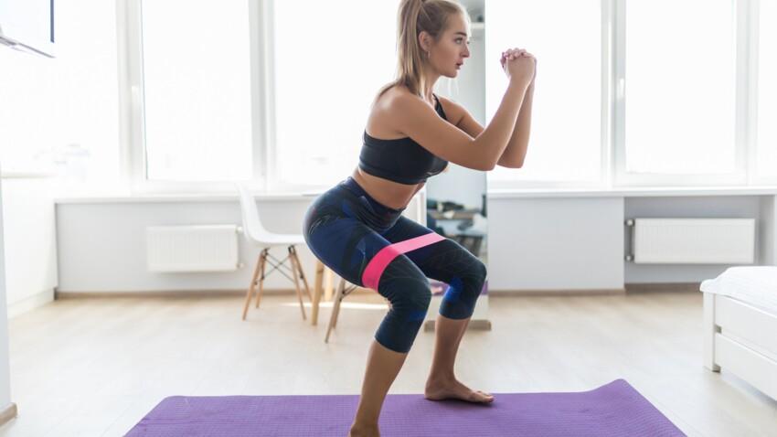 Fessiers : 3 exercices ultra-efficaces à faire avec un élastique