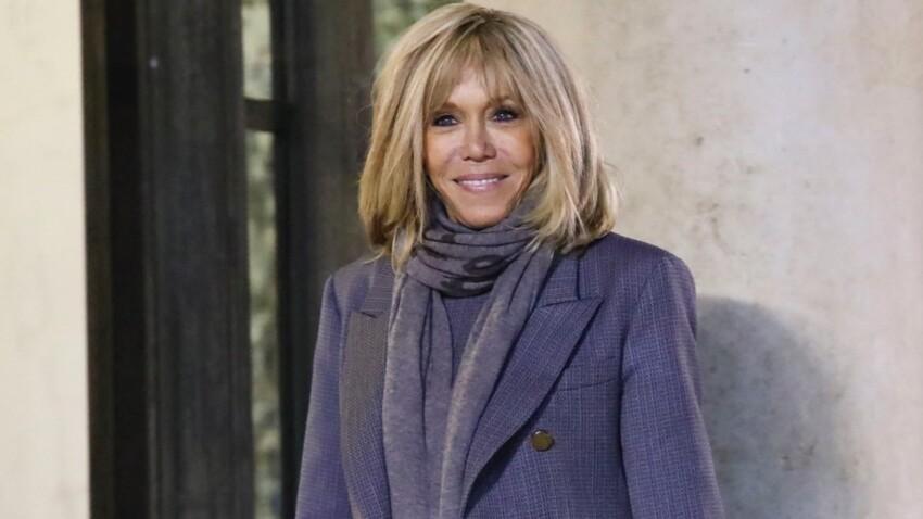 Brigitte Macron fan de la nouvelle forme de sac qui fait fureur (canon !)