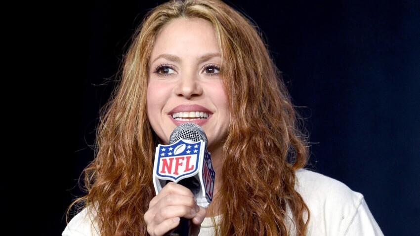 À 44 ans, Shakira ose les cheveux roses et ça la rajeunit ! (wow)