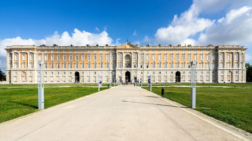 Zoom sur le palais royal de Caserte en Italie
