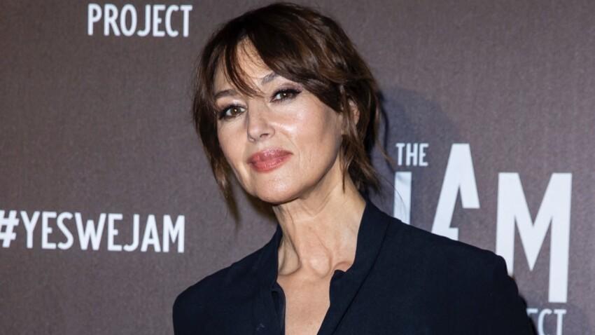Monica Bellucci canon à 56 ans : on copie son look en jean, tee-shirt et blazer tendance