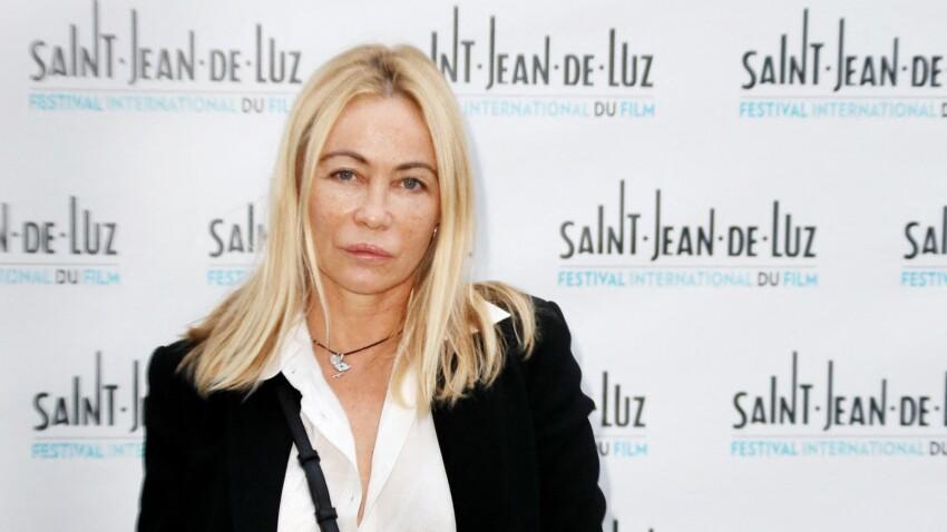 Emmanuelle Béart s'insurge contre le gouvernement