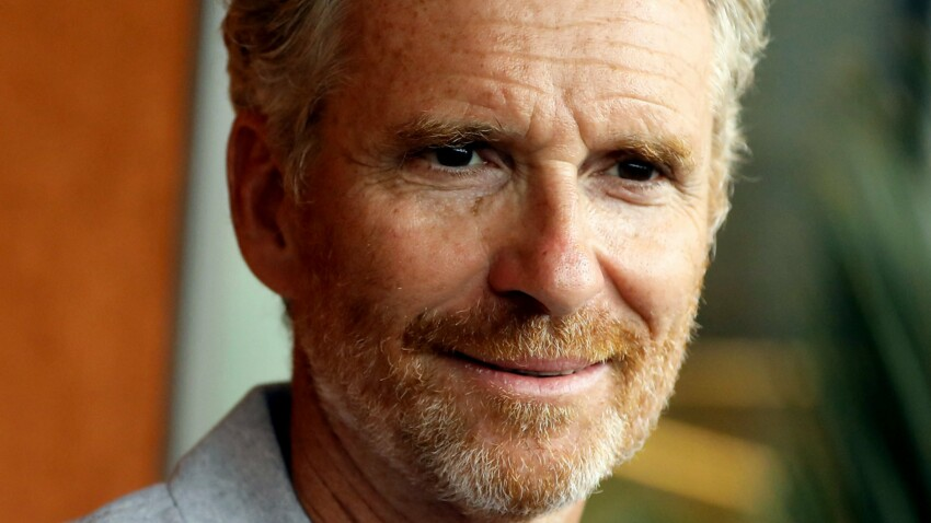 """INTERVIEW - Denis Brogniart, ému par la sortie de son premier livre : """"Mon papa aurait été fier de moi"""""""