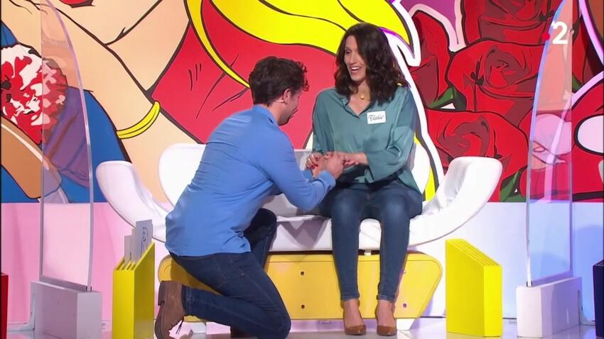 """VIDEO - Bruno Guillon au bord des larmes face à une sublime demande en mariage dans les """"Z'amours"""""""