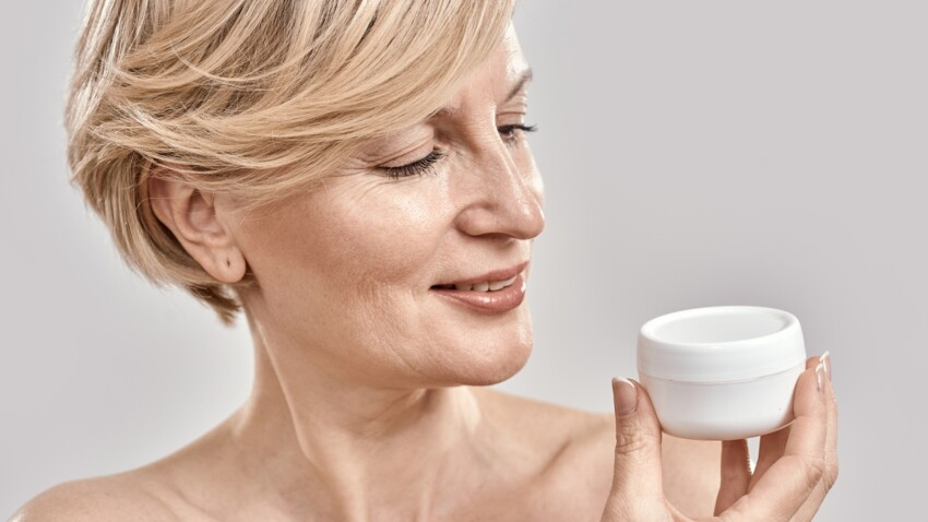 Anti-âge et solaires : pourquoi il faut absolument se débarrasser de nos vieilles crèmes