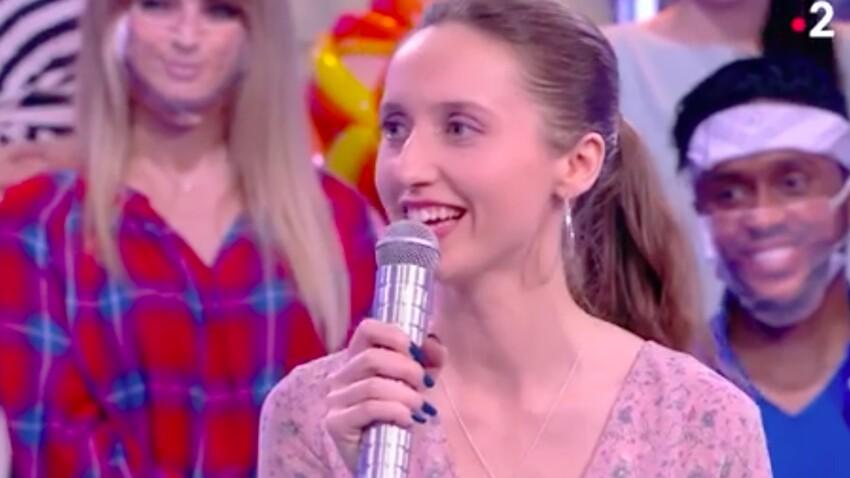 """""""N'oubliez pas les paroles"""" : Agathe révèle avoir participé au tournage des """"Tuche"""" à l'Elysée - VIDEO"""