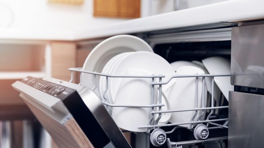 Pourquoi mon lave-vaisselle fuit et que faire pour le réparer ?