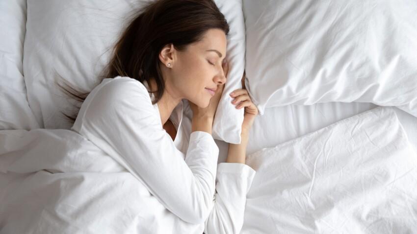 Sommeil : pourquoi sursaute-t-on parfois en s'endormant ?
