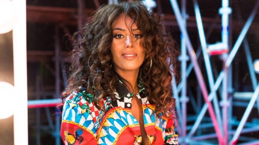 Amel Bent canon : elle ose des bottes à clous pour un look qui change